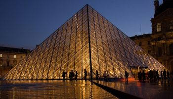 bb01280px-Louvre_Pyramid