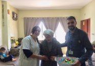 דר דאוד סלאמה וסומייה כיואן ממרפאת ראמה עשו ביקור אצל מרותקים לרגל חג הפסחא